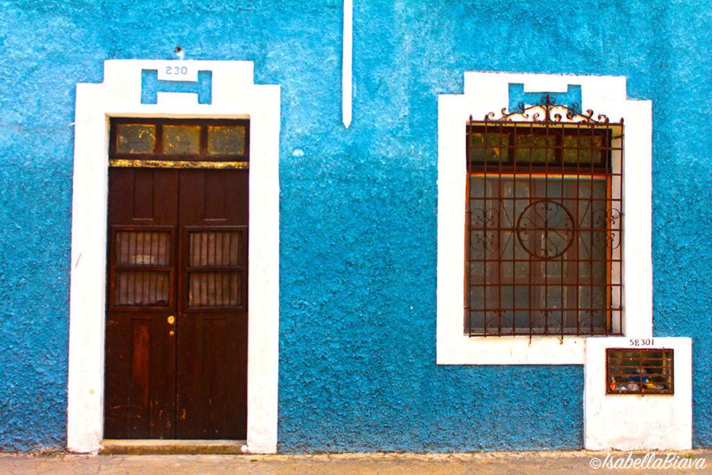 valladolid puertas azul signed