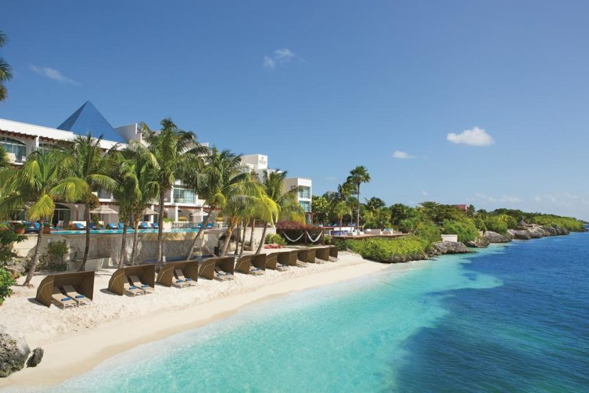 Luxury hotel on the beachside and turquoise ocean
