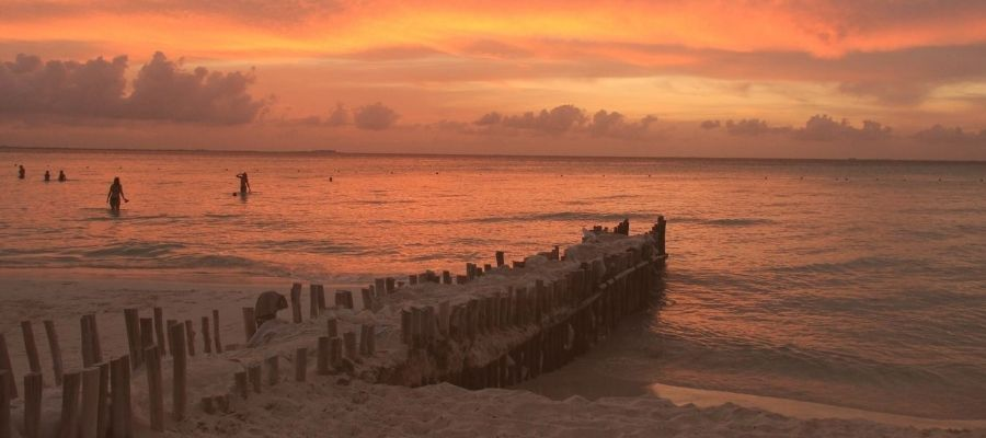 Things to do in Isla Mujeres- sunset on the beach