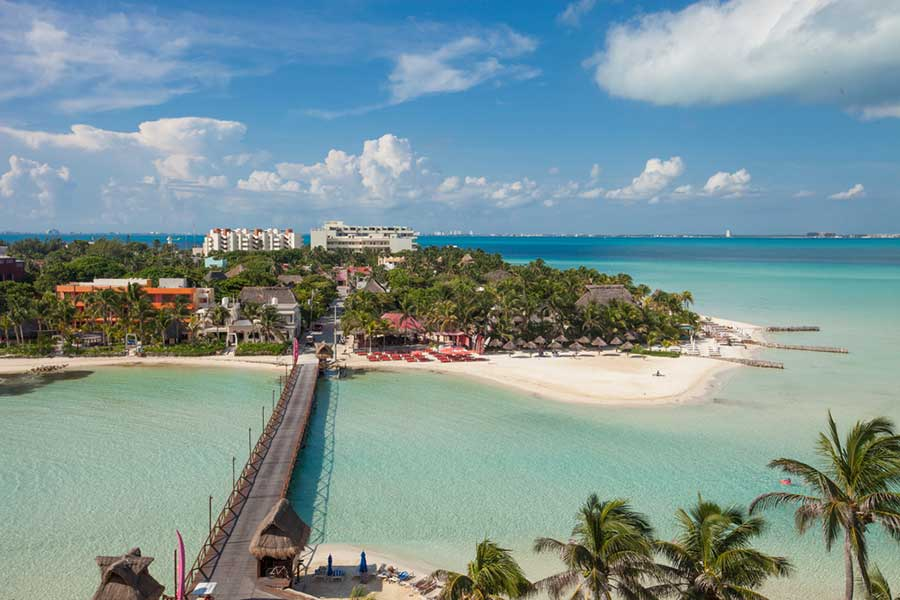 HOW TO VISIT ISLA MUJERES - BOUNDLESS ROADS