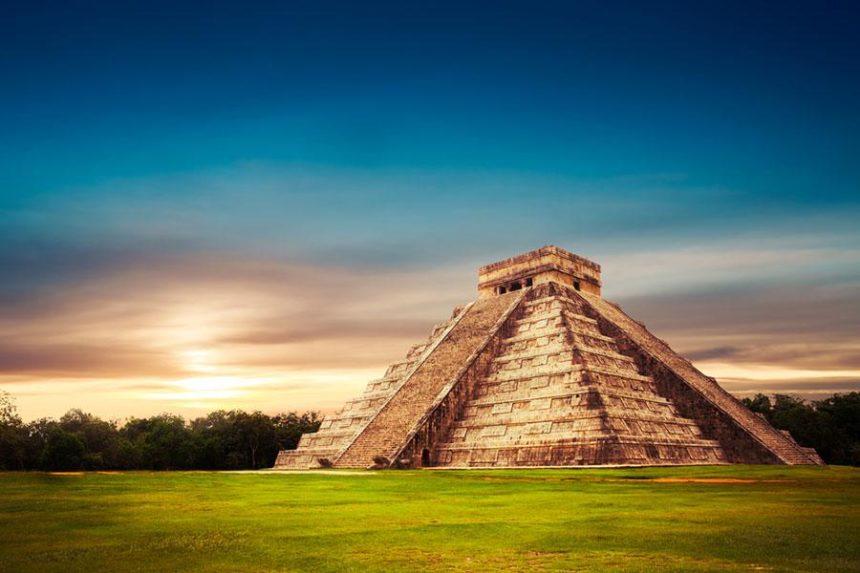 Chichenitza main piramid