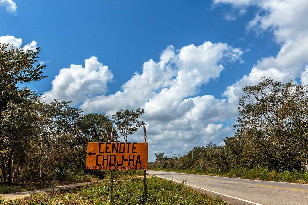 road sign cenote chojo-ja