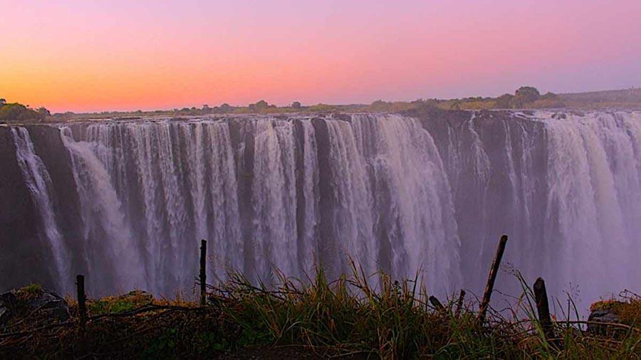 victoria falls in the suset