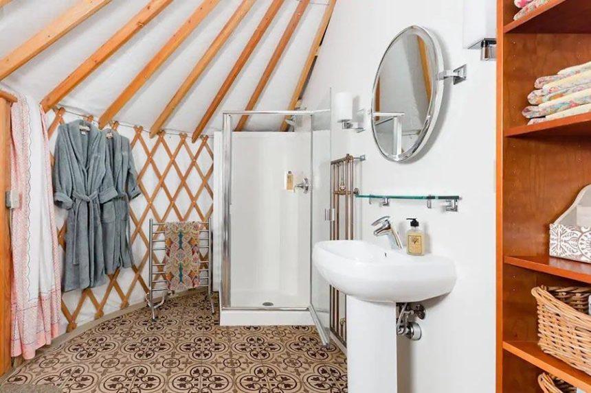 Wellspring ranch bathroom - california glamping