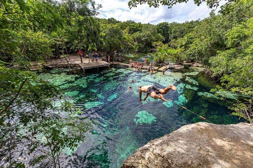 cenote azul - guy jumping
