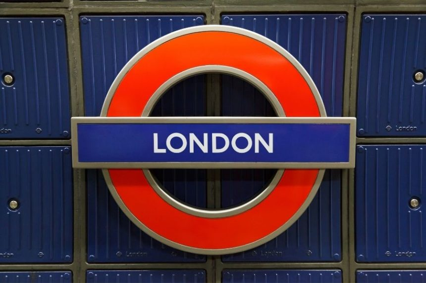 London TUBE SIGN - London travel tips