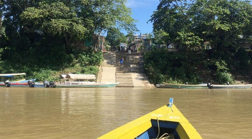 CROSSING BORDER MEXICO GUATEMALA from a river