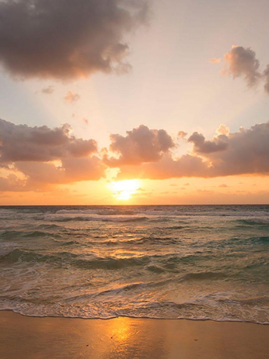 CANCUN BEACH AT SUNRIS