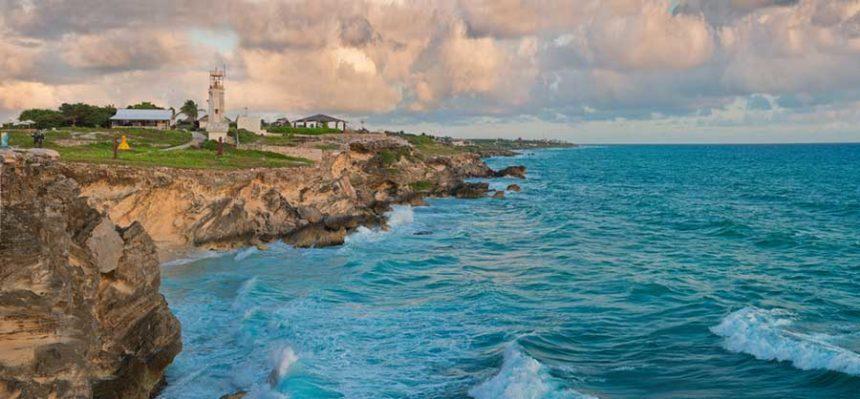 isla mujeres coast - tourquise sea