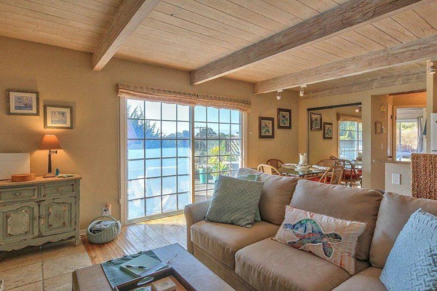 cottage livingroom window