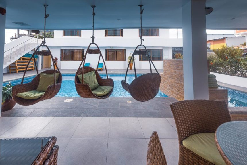 hotel descanso swinging chair