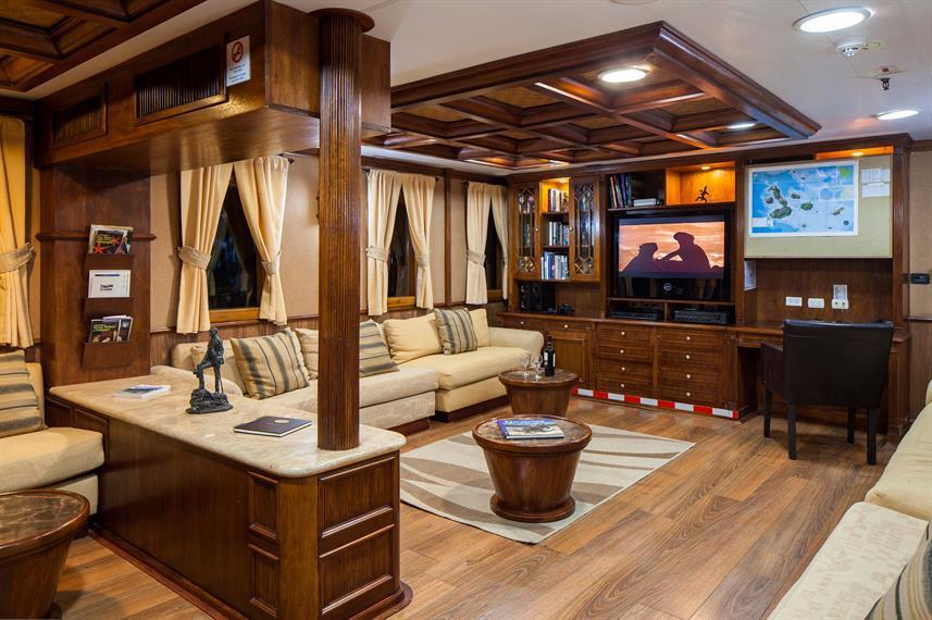 Grace boat galapagos-interior