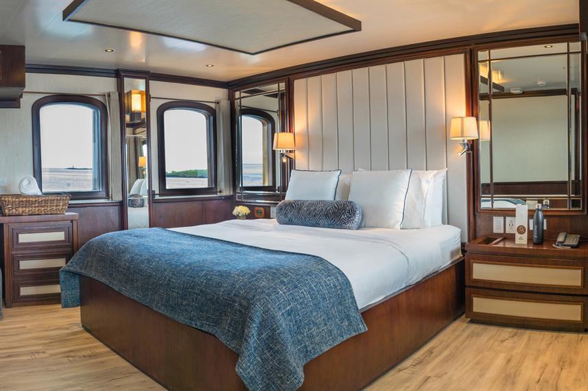 grace boat galapagos cabin