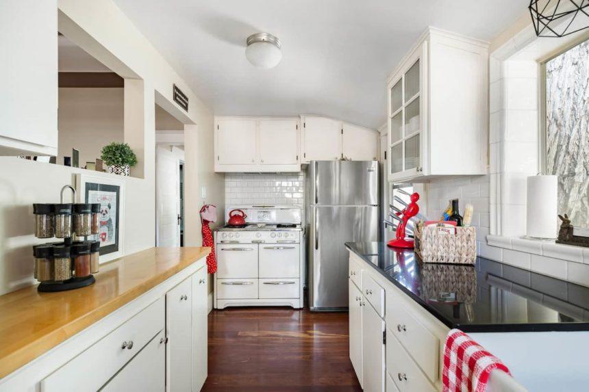 Airbnb in Orange Old town kitchen