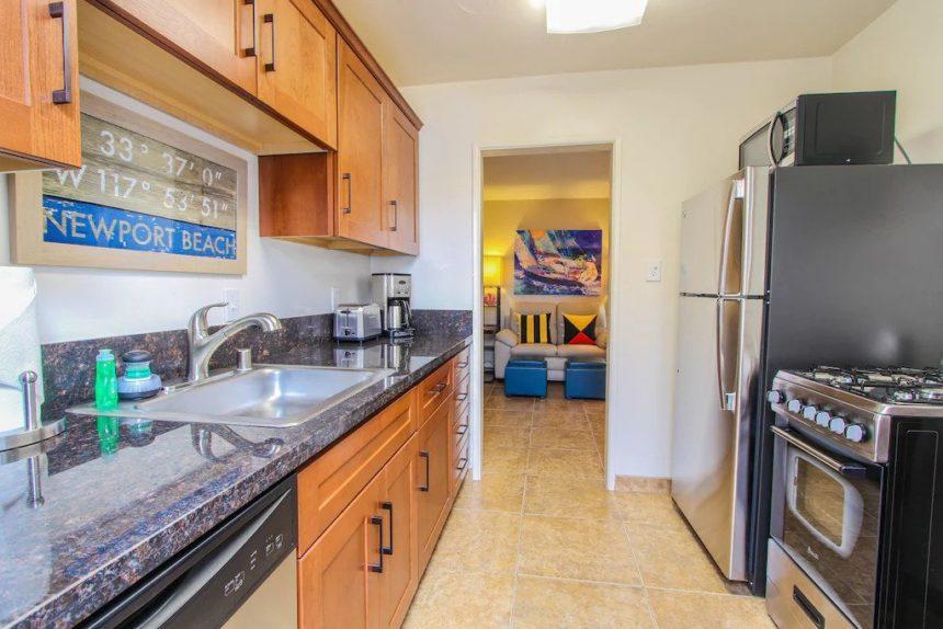 Bilboa - studio -kitchen and door