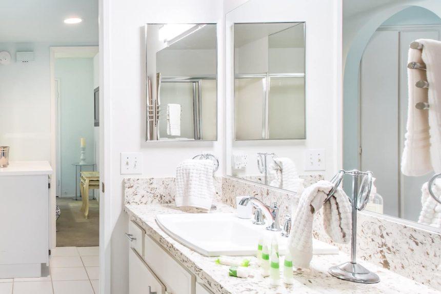 Orange County airbnb glamorous - bathroom
