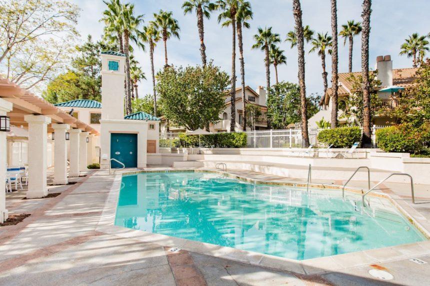 Orange County airbnb glamorous - pool