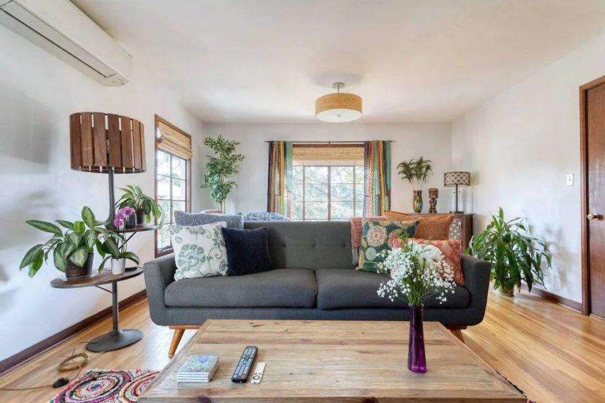 vintage living - Airbnb Anaheim