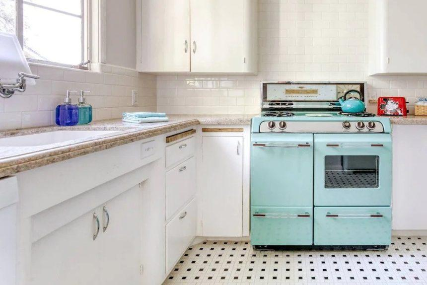 vintage kitchen - Airbnb Anaheim