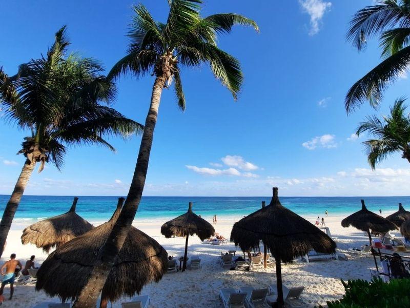 Ana Y jose- beach club