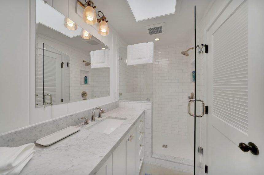 crescent bay cottage bathroom