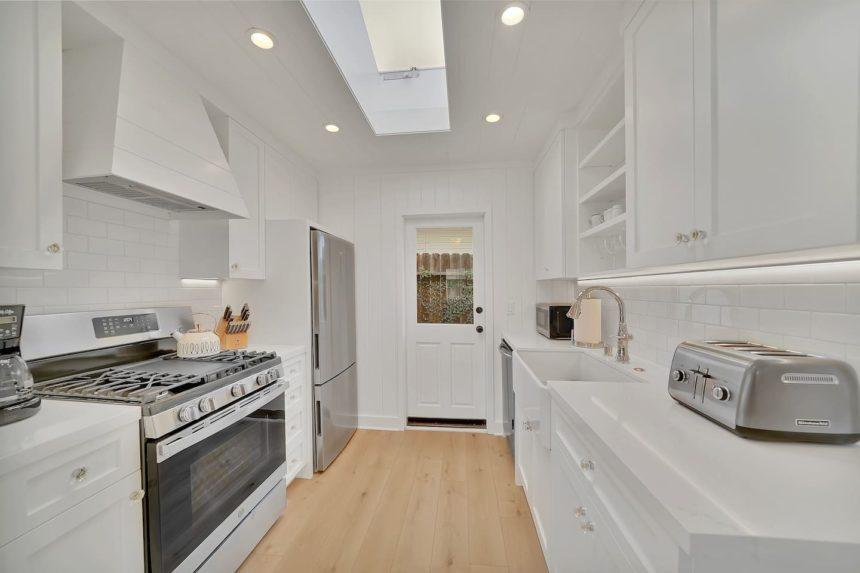 crescent bay cottage kitchen