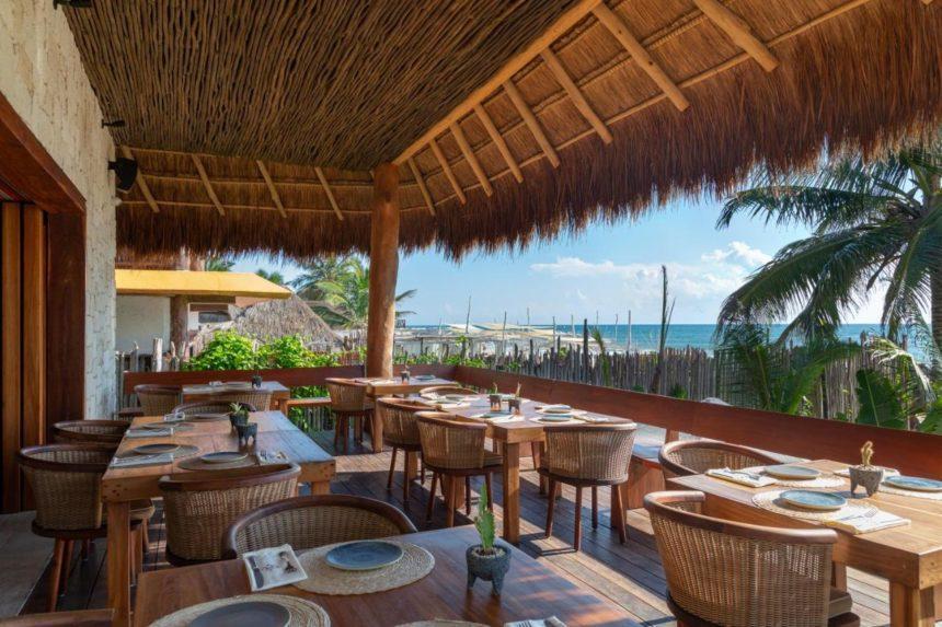 Max'anab hotel restaurant - beach front
