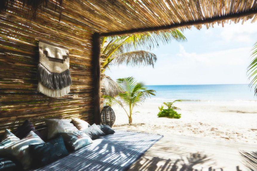 hotel beach bambu tent