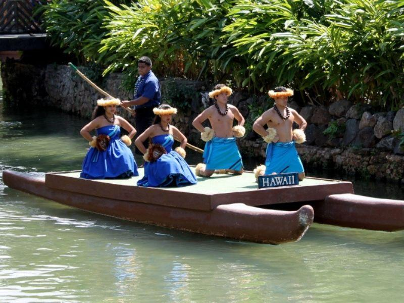 ladies on a boat in polinesian costums