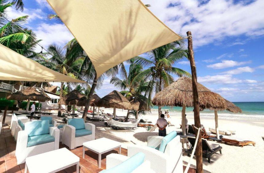 villa las estrellas hotel beach chairs