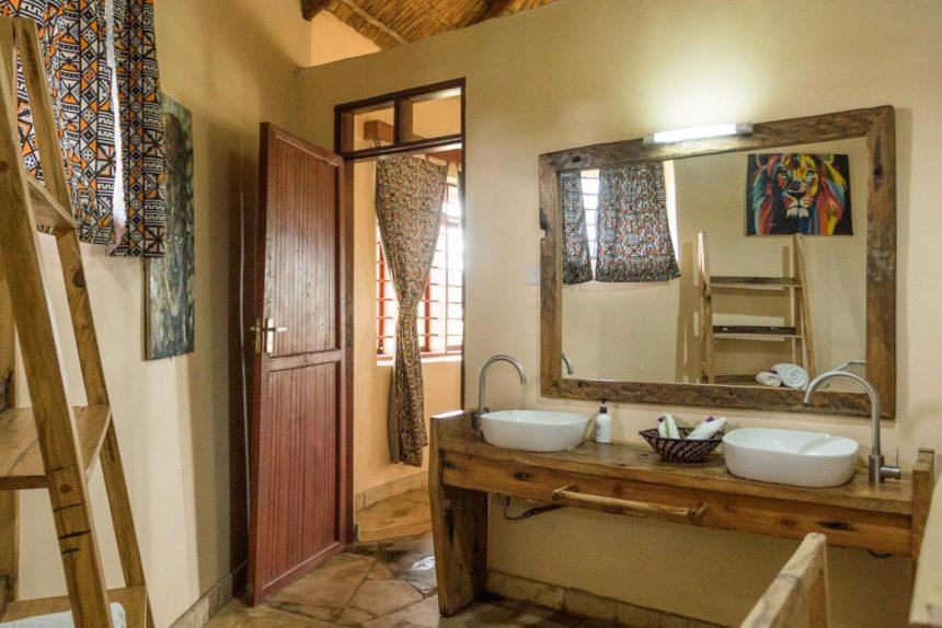 safary lake manyara bathroom