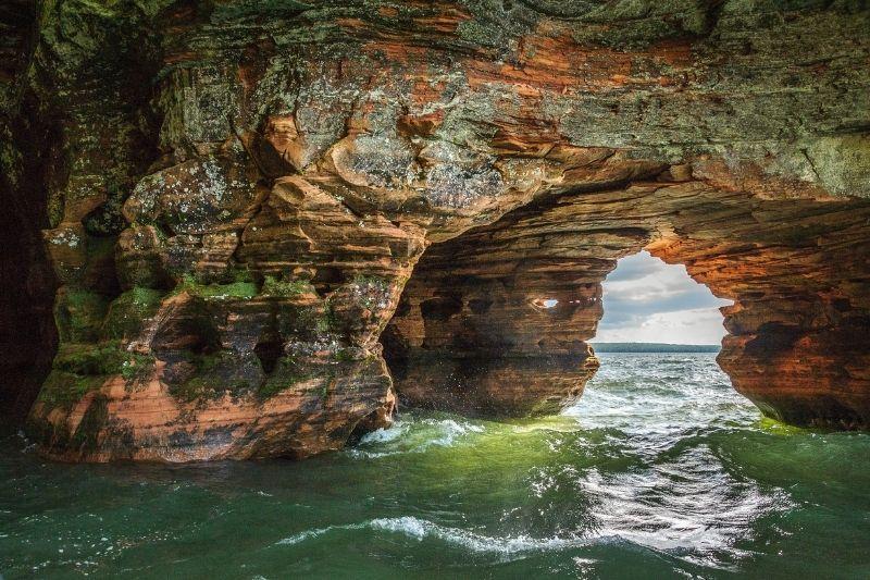 Apostole islands caves