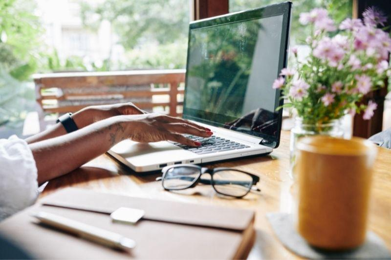 The 37 best digital nomad jobs that allow you to work from anywhere (2021)