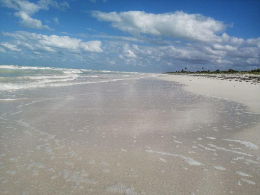 El Cuyo Beach