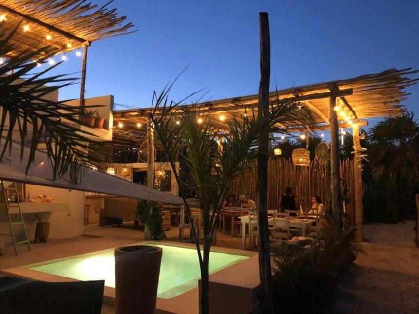 Luna arena hotel al Cuyo pool by night