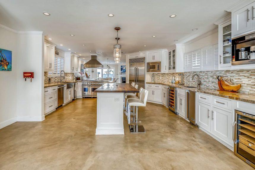 Airbnb ocean house - kitchen