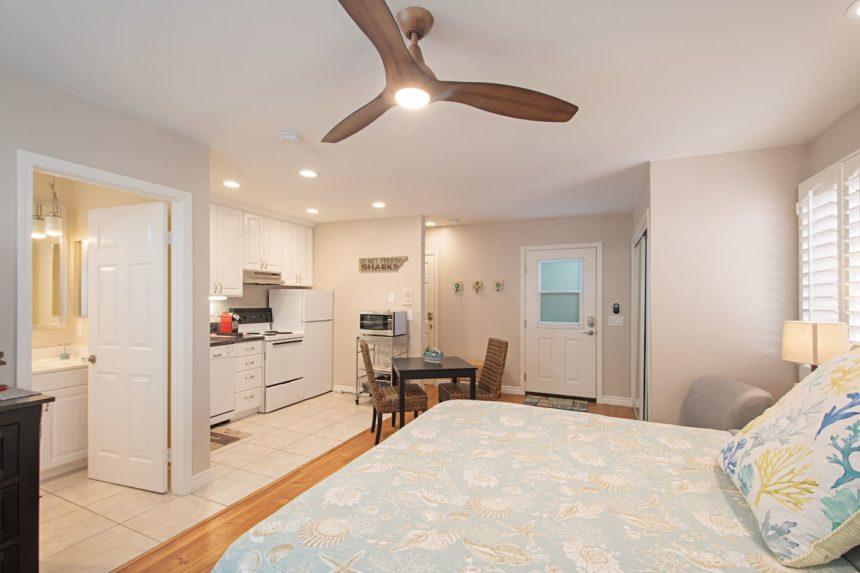 HB Studio - Bed and kitchen corner