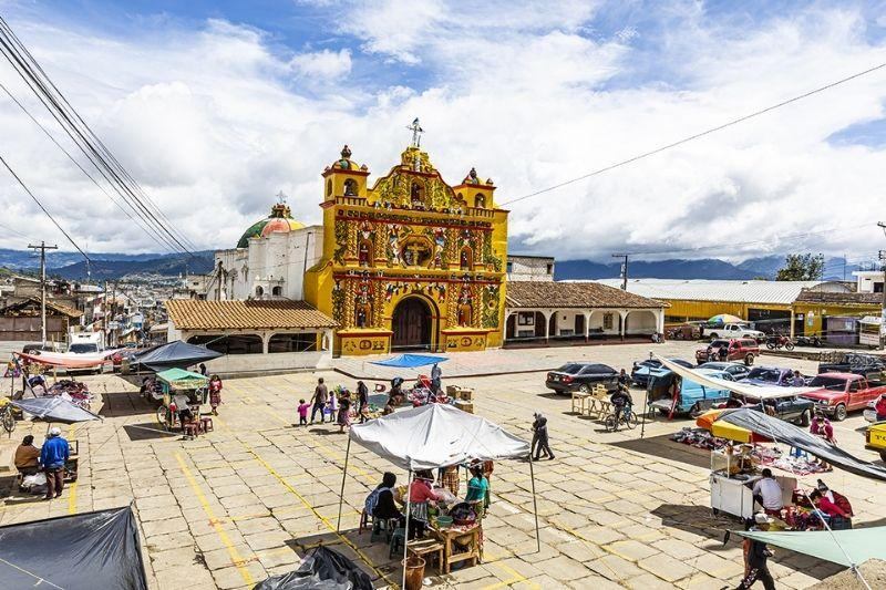 San Andres Xechul church and market
