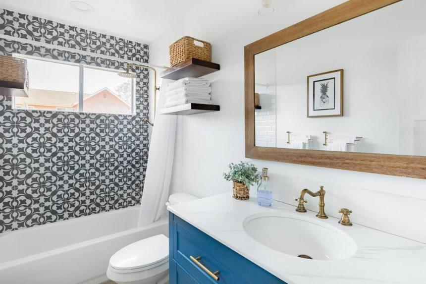 surf shack bathroomn