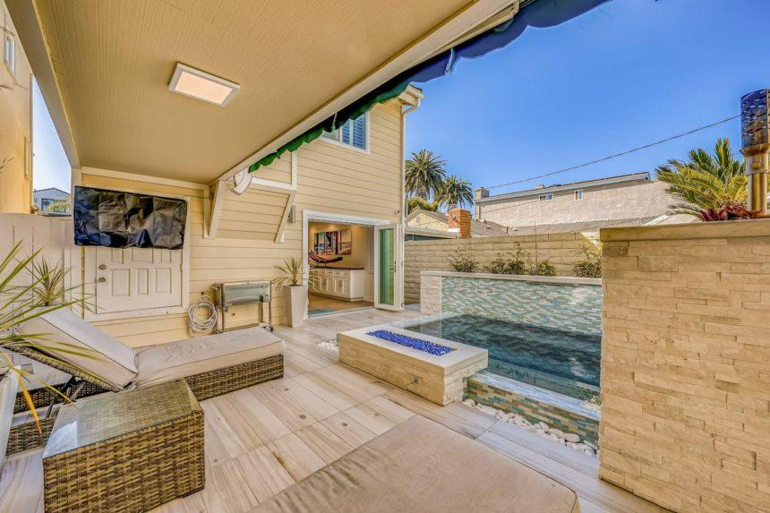 Airbnb ocean house backyard