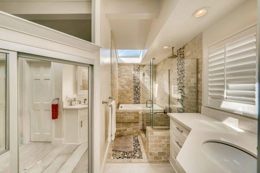 Airbnb ocean house main bathroom