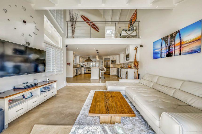 Airbnb ocean house living room