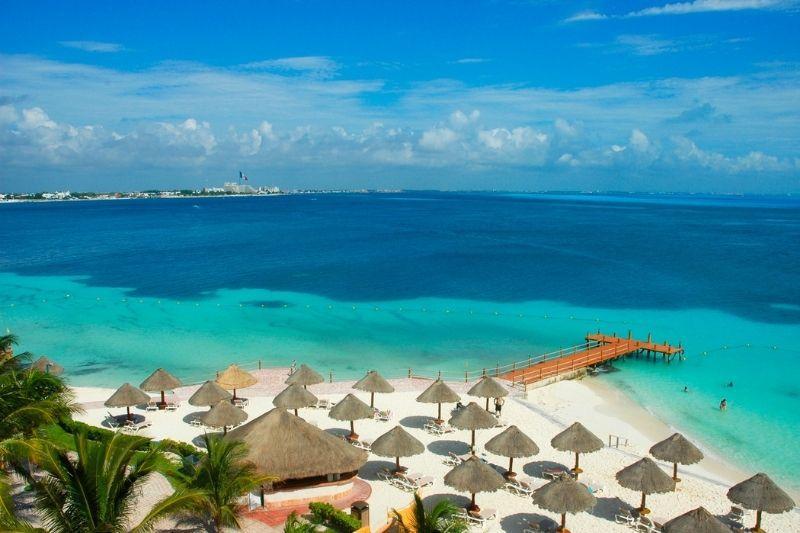 Cancun beach umbrellas - Cancun Weather in April