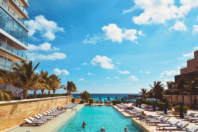 Cancun luxury hotel pool