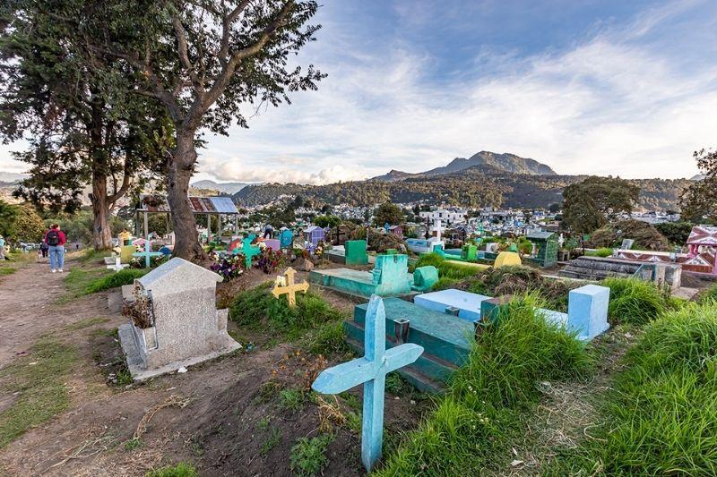 Cemetery in Xela overview