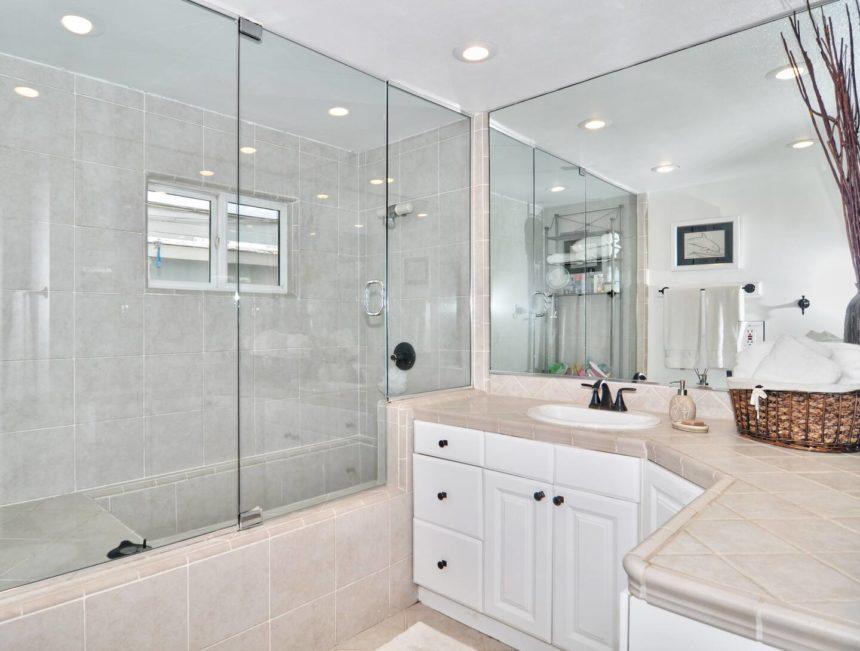 charming cottage bathroom