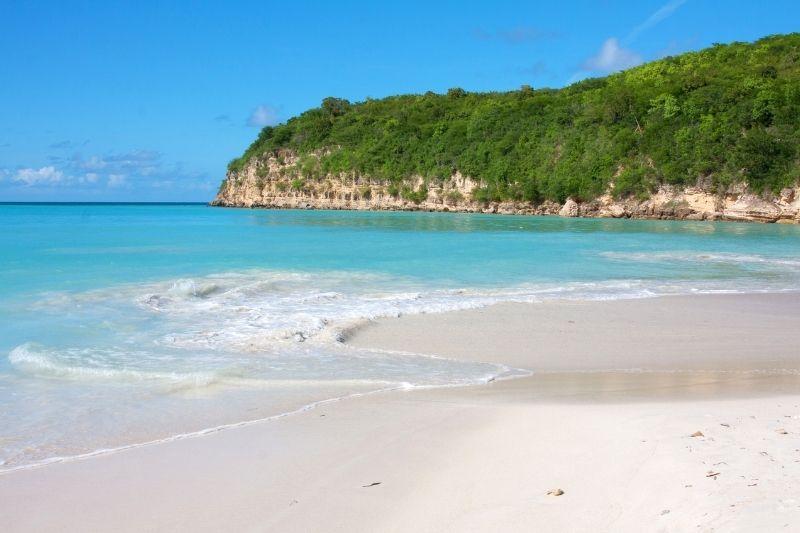 Dickenson bay - Antigua best snorkeling in Antigua