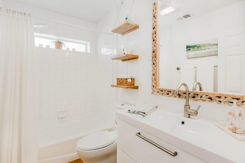 eclectic cottage bathroom