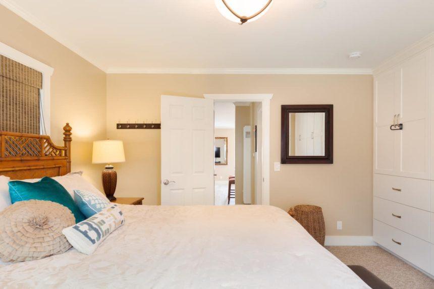 peninsula beach apartment livingroom