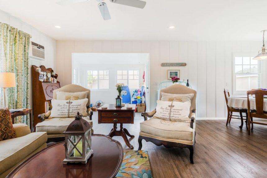 vintage cottage livingroom